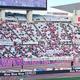試合前に掲げられた抗議の横断幕