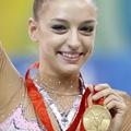 新体操のエフゲニヤ・カナエワ (photo by REUTERS/Yves Herman)