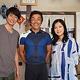 24時間テレビ42 ドラマスペシャル『絆のペダル』(左から)主演の相葉雅紀、主人公のモデルとなった宮澤崇史、薬師丸ひろ子