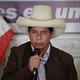 15日、リマで記者会見する急進左派のペドロ・カスティジョ氏(EPA時事)