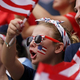女子サッカーW杯フランス大会、決勝トーナメント1回戦、スペイン対米国。米国を応援するファン(2019年6月24日撮影)。(c)Lionel BONAVENTURE / AFP