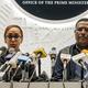 エチオピア・アムハラ州のクーデター未遂について同州の治安警備当局トップ、アサミヌ・ツェゲ容疑者の関与について会見で話す首相報道官ら(2019年6月23日撮影)。(c)EDUARDO SOTERAS / AFP