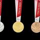 東京パラリンピックのメダル。デザインが旭日旗を連想させるとして物議を醸している(大会組織委員会ホームページより)=(聯合ニュース)