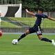 前半8分、U-17日本代表はFW武内翠寿(名古屋U-18)がラストパスを右足で合わせて2-0