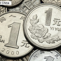 22日、新京報によると、乗客が飛行機に向かって硬貨を投げたこと
