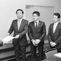(写真)大阪労働局に申し入れる(左2人目から)山下、辰巳、堀