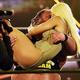 オーティスとマンディ(手前)のハッピーエンドに全世界が泣いた(C)2020 WWE, Inc. All Rights Reserved.