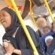 インド人男性を罵り続けた女性(画像は『Metro 2019年9月17日付「Woman in hijab launches racist attack on Indian bus passenger」(Picture: @guri.1001/News Dog Media)』のスクリーンショット)