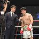 <WBOアジアパシフィック・スーパーウエルター級タイトルマッチ>2回TKOで初防衛に成功した井上岳志(右)