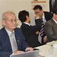 自民党本部で講演した吉野彰さん(手前)=18日、東京・永田町