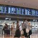 連休最終日 羽田空港、家族連れなどで混雑