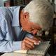 シリア・ダマスカス近郊のマアルーラ村で、アラム語を読むジョージ・ザアルールさん(2019年5月13日撮影)。(c)LOUAI BESHARA / AFP