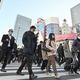 緊急事態宣言から一夜明け、通勤する人たち=2021年1月8日午前8時41分、東京・新宿、山本裕之撮影