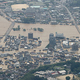 大規模に冠水した市街地。中央は球磨川=2020年7月4日午後0時2分、熊本県人吉市、朝日新聞社機から、遠藤啓生撮影