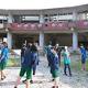 被災した大川小学校を訪れた生徒ら=宮城県石巻市(豊岡総合高提供)