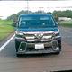 被害者が撮影した動画。ワゴン車が接近し、運転手が窓から手を出してエアガンのようなものを撃つ様子が映っていた=愛知県内、被害者提供(ワゴン車のナンバー部分を修整しています)