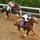 モズアスコット(手前)はラスト11・8秒と鋭伸して僚馬に楽々先着