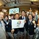 東京が、決選投票でイスタンブールに圧勝。2020年の第32回夏季オリンピック大会の開催都市に決まった。  写真は、勝利の決め手となった最終プレゼンテーションを披露した、東京の招致団の顔ぶれ。  森喜朗 (元首相)、滝川クリステル (プレゼンター)、猪瀬直樹 (東京都知事/招致委員会会長)、安倍晋三 (首相)らが、喜びの声を発した。  (撮影:フォート・キシモト)  [2013年9月7日、ブエノスアイレス/アルゼンチン]