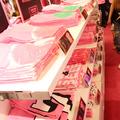 50種、用意されたTシャツ。サイズはS・M・L・LL。東京は