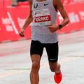 10月7日、シカゴマラソンで2時間5分50秒の日本新記録を出し、3