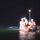 車が川に水没 道路はみ出し転落か 親子3人死亡