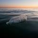 プラスチックに代えて生分解性素材を使用しても環境への影響は変わらないという/Citizen of the Planet/Education Images/Universal Images Group/Getty Images