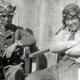 昭和20年春、松山基地にて。三四三空司令・源田實大佐(左)と、飛行長・志賀淑雄少佐(右)