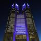 新型コロナウイルスの治療にあたる医療従事者へ感謝を示して青色にライトアップされた東京都庁=2020年5月8日夜、東京都新宿区、瀬戸口翼撮影