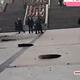 子どもの爆竹が原因?中国で爆発音とともにマンホールが宙を舞う