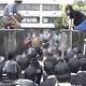 京都大学の寮で学生と機動隊ら140人が対峙 逮捕の中核派系活動家が出入りか