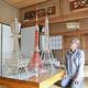 コロナ禍収束の願いを込めて水野さんが完成させた(左から)通天閣、東京タワー、エッフェル塔の模型