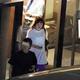 スタッフらと食事後、店を後にする永野。実はラーメン好きで、一人で店に行くこともあるという