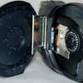 記録メディアには8cmDVDを採用。対応するメディア形式は、8cmD