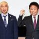 お笑いコンビ「ダウンタウン」の松本人志(左)と浜田雅功