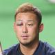 試合前練習に臨む中田翔。右のまぶたを赤く腫らしていた
