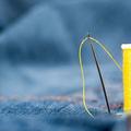 針と糸と布