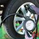 タイヤはなぜ空気圧低下でバーストの危険性上がる? 「高空気圧=破裂」の印象が大間違いな訳