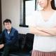 40〜50代の中年期・更年期は心が不安定になりやすい時期です。中年期・更年期の妻が夫に対して感じやすいイライラとその背景、夫婦関係を維持するための3つの思考法を紹介します。
