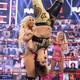 マンディ(左)はシェイナにダブルアーム式顔面砕きを見舞った(©2021-WWE,-Inc.-All-Rights-Reserved.)