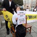 旧日本軍による慰安婦被害者を象徴する「平和の少女像」の東亜大