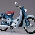 1958年発売の「スーパーカブC100」。それから60年にわ