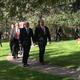 トルコ首都アンカラにある米大使公邸を出る、マイク・ペンス米副大統領(中央左)とマイク・ポンペオ米国務長官(2019年10月17日撮影)。(c)Shaun TANDON/POOL/AFP