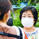 (写真)「コロナ感染が拡大する中での東京五輪・パラリンピックは開催できない。みなさんと一緒に小池百合子都知事と菅首相に中止の決断を迫っていきたい」。街頭で党の政策を語り、住民と対話する尾崎あや子都議=16日、東京都武蔵村山市