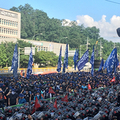 「貴族労組」の集会風景