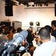20日の宮迫博之さん、田村亮さんの謝罪会見には、多数の報道関係者が集まった=東京都港区(今野顕撮影)