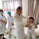 リス族の少女、眼科医らの支援で視力を回復 雲南省