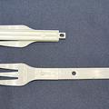 写真:付属の二つ折りの組み立て式フォーク