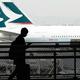 キャセイパシフィック航空は、世界的な旅行需要の落ち込みで1カ月当たり15億〜20億香港ドルの損失を被っていることを明らかにした/Tomohiro Ohsumi/Getty Images