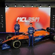 2021年の新車「MCL35M」の発表会に臨むマクラーレンのランド・ノリス(右)とダニエル・リカルド(2021年2月15日提供)。(c)AFP PHOTO /MCLAREN