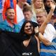 狂ってる!CL決勝に乱入したハイレグ女の義母、クリケットW杯決勝に乱入